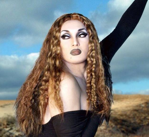 ナジャ・グランディーバの素顔やプロフィールを調査!女装家とは?