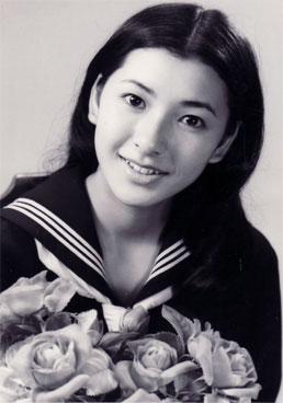 高橋恵子が入っている宗教は?家族や若い頃の画像も調査!