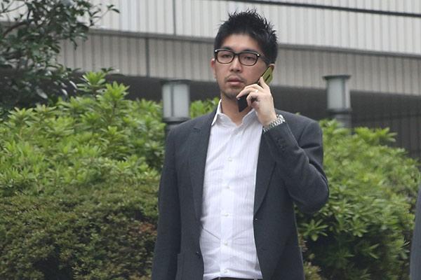 宮崎謙介の現在をフライデーと女性自身が激写!金子と離婚の危機?